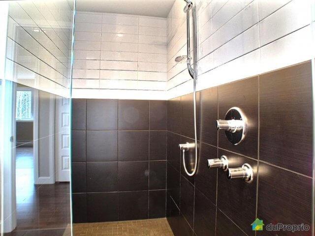 C-241 : Salle de bain + Douche