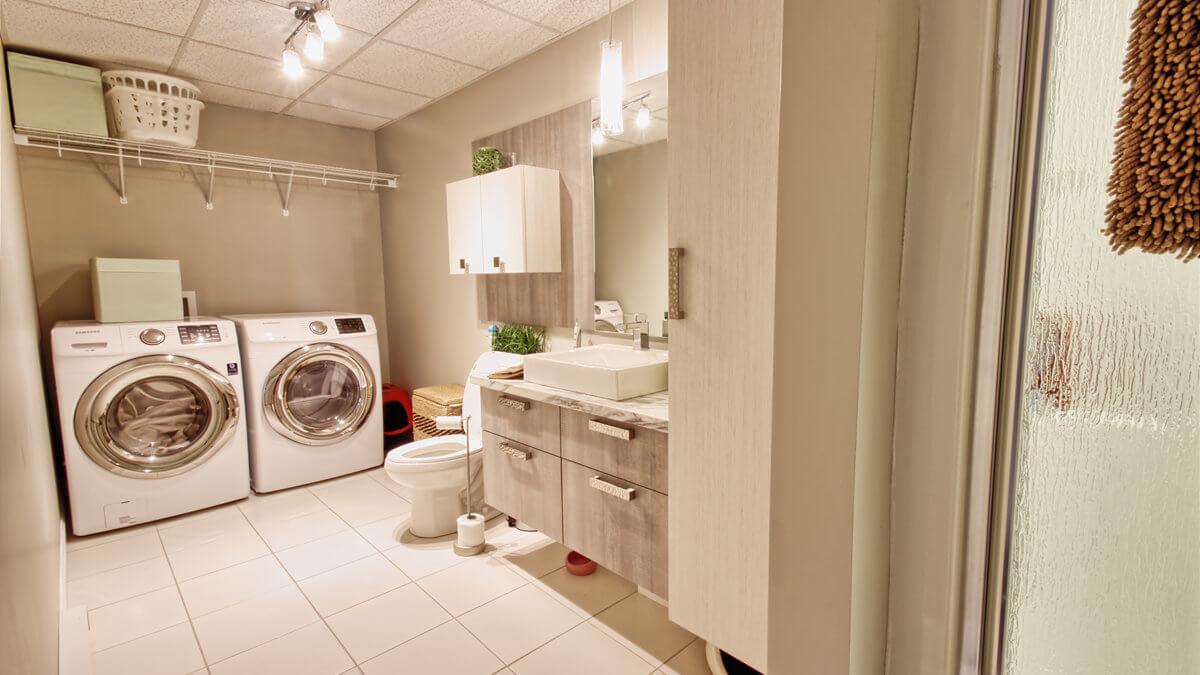 V-305-F : Salle de bain Sous-sol